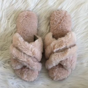 NWT INC Pink Faux Fur Slippers